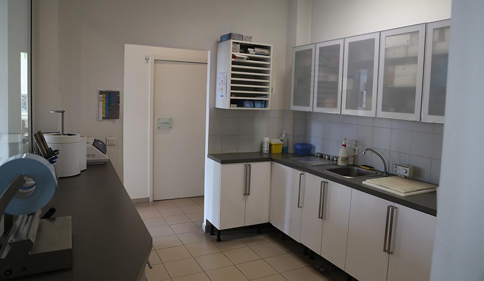 salle de st rilisation du cabinet dentaire dentiste salon de provence. Black Bedroom Furniture Sets. Home Design Ideas